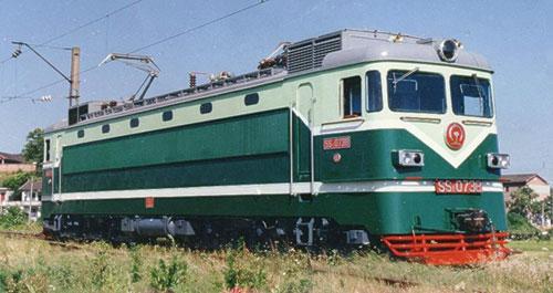 韶山4改进型电力机车,代号ss4g.