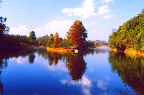 独特的自然景观贞丰境内拥有众多的自然景观和人文景观,景点达10
